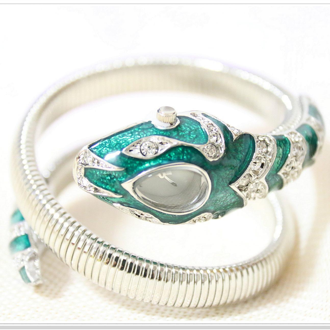 Женские наручные часы в форме зеленого змеи