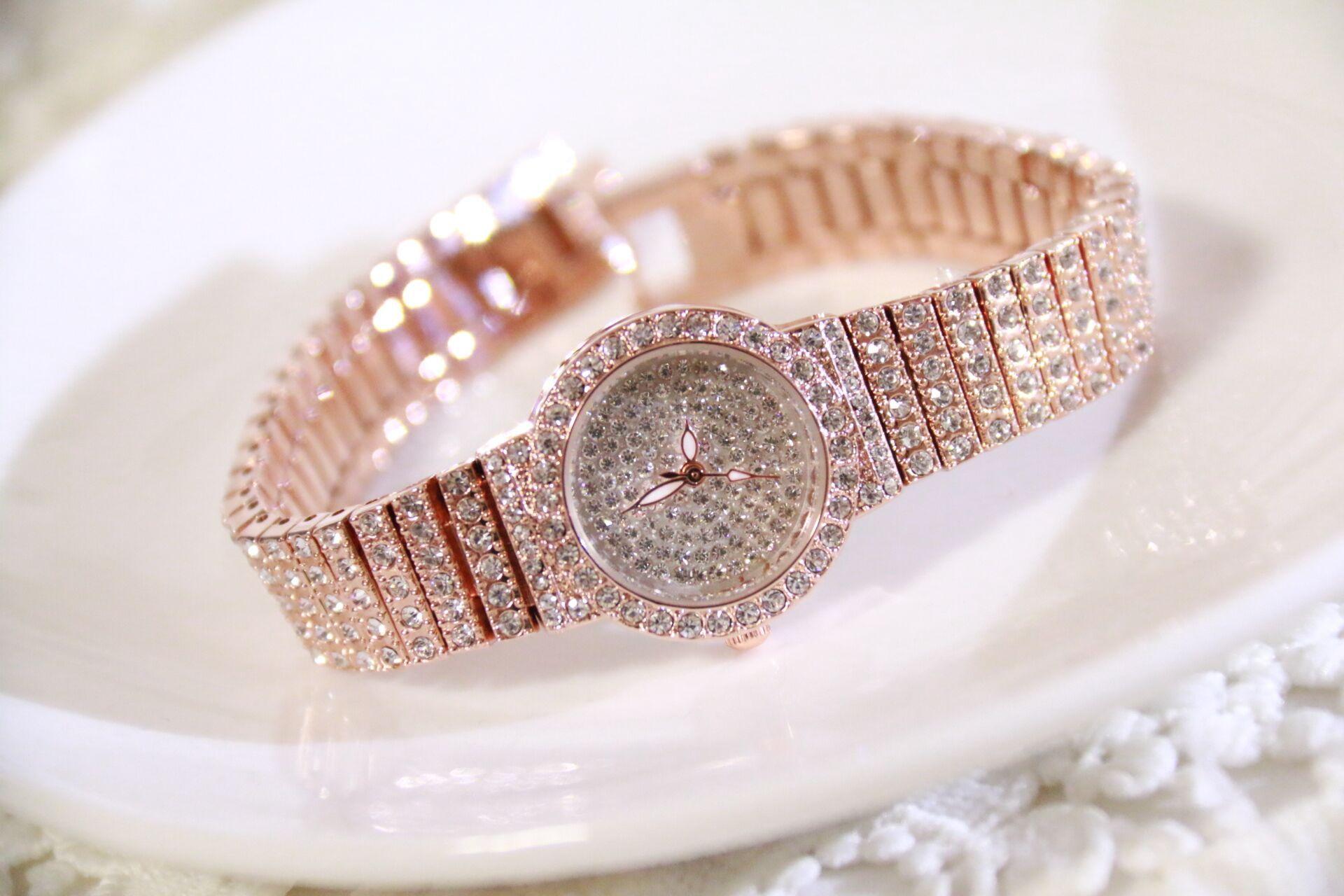 Женские наручные часы со стразами из хрусталя